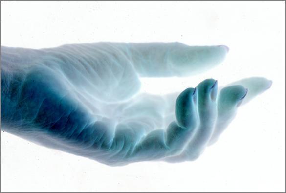 Hand_blue2.jpg