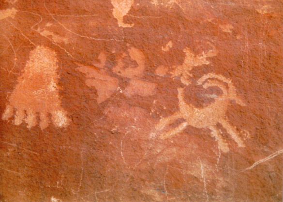 ValleyOfFirePetroglyphs1.jpg