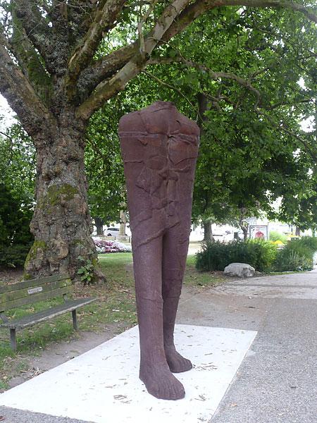 Abakanowicz_WalkingFigure2